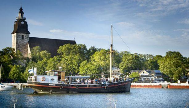Rosita saapuu vanhan kaupungin rantaan. Kuva: Naantalin Matkailu Oy, kuvaaja Jenni Virta.