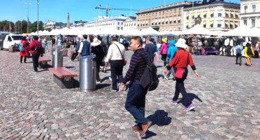 Turisteja Helsingissä